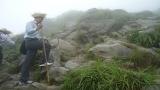Đường lên chùa Đồng dốc đá khó đi
