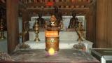 Một gian thờ trong chùa Hoa Yên