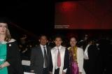 Với con trai tại Lễ Tốt nghiệp (25.7.2012)