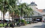Chợ cũ Cần Thơ ngay bên bến Ninh Kiều , bây giờ là chợ bán đồ lưu niệm