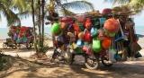 Những cửa hàng tạp hóa lưu động bên bờ biển Kep - Kampuchia .