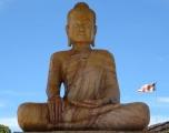 Tượng Phật khổng lồ bằng đá cẩm thạch ? tại đền Wat Sampeau Bram Roi