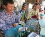 Đàn ông Myanmar nhai trầu bỏm bẻm cả ngày