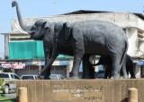 Bùng binh con voi trước nhà ga xe lửa Surin