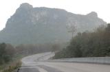 Đường của tỉnh Tak nằm trong vùng cao nguyên đá vôi
