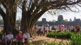 Du khách từ khắp nơi trên thế giới đổ xô về Siem Reap - Kampuchia .