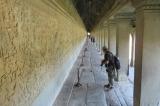 Những hành lang sâu hun hút ở Angkor Wat