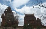 Tháp Chăm trong nắng