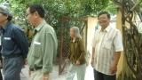 Cô Phan Kiều Nhi mời học trò vô nhà
