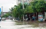 Nước ngập đoạn đường gần khu vực ngã ba Ông Thọ - Qui Nhơn