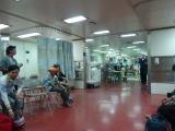 Bệnh nhân chờ chuyển tới các khu điều trị