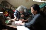 Nhà thơ Hữu Loan ký hợp đồng bán bản quyền bài thơ
